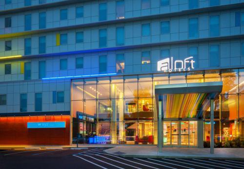 Aloft LGA Hotel